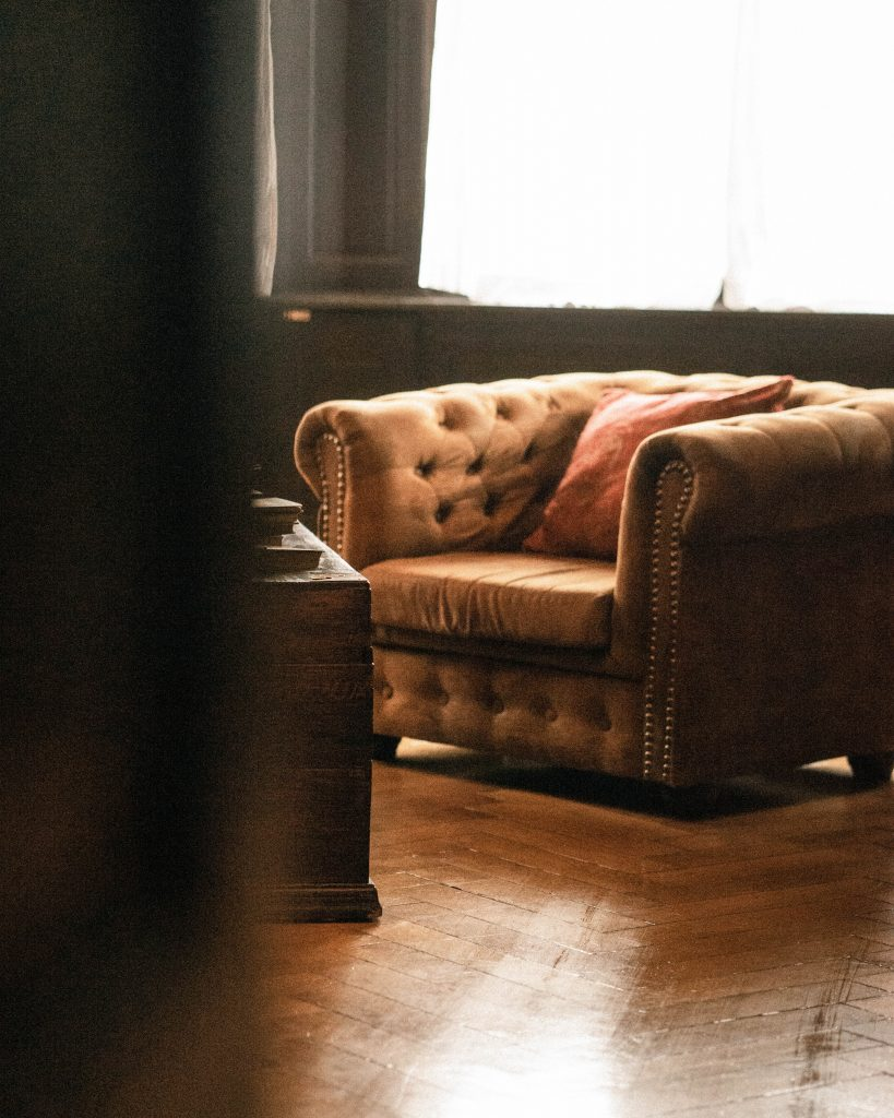 Où placer un fauteuil Chesterfield chez soi ?