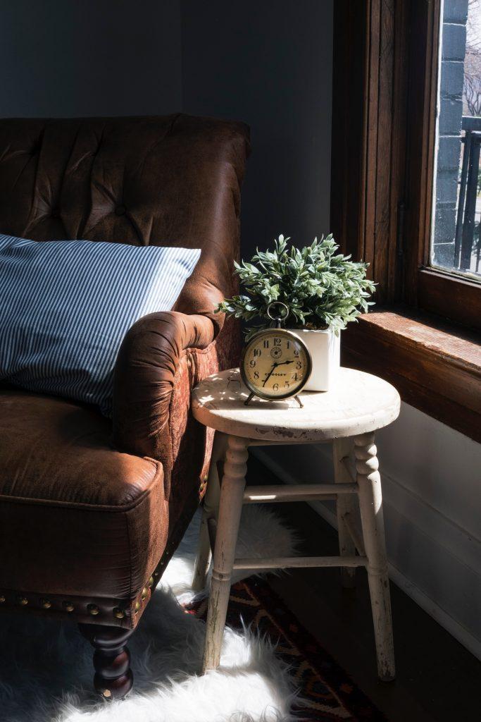 Pourquoi choisir un fauteuil Chesterfield pour votre bureau ?